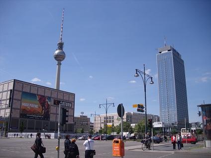 Der Alexanderplatz in Berlin. Hier k�nnen Sie sich auch einen Mietwagen von Sixt abholen.