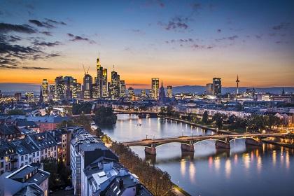Die Sixt Autovermietung ist mit 11 Stationen in Frankfurt vertreten