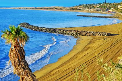 Fahren Sie mit Ihrem Mietwagen an einen der zahlreichen Strände auf Gran Canaria und geniessen Sie die Sonne