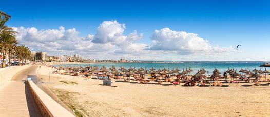Promenade und Playa in Palma de Mallorca, 10 Minuten von der Sixt Autovermietung Palma de Mallorca entfernt