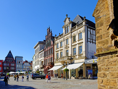 Der historische Marktplatz kann unweit der Sixt Autovermietung Minden erkundet werden