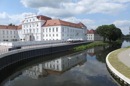 Schloss Oranienburg ist eine von vielen Sehenswürdigkeiten, die Sie mit Ihrem Mietwagen der Sixt Autovermietung Oranienburg erreichen können