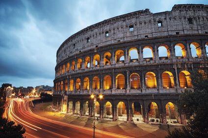 Das Kolosseum in Rom kann mit Ihrem Mietwagen umfahren werden