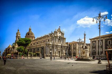 Die Kathedrale in Catanias Zenrum auf Sizilien